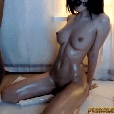 Webcam slut shaking from vibrator